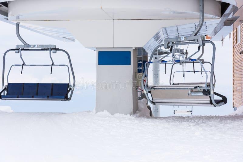 Elevación de silla para esquiar imagen de archivo