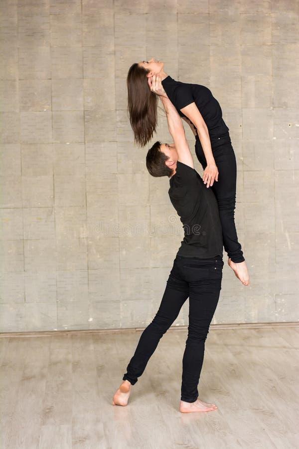 Elevador contemporâneo da dança dos pares imagem de stock royalty free