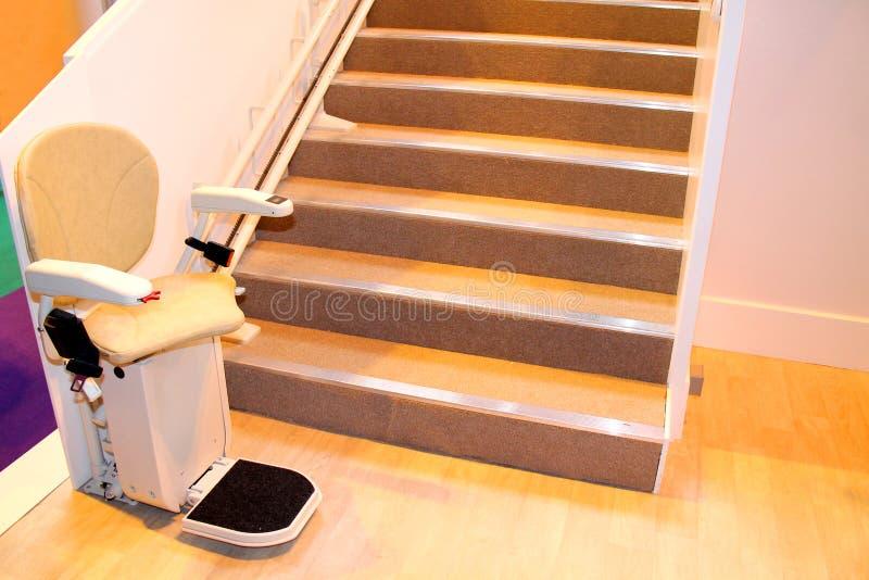 Elevador da escada fotos de stock