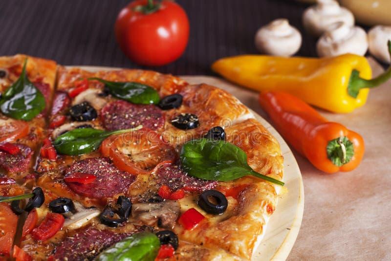 Elevador da fatia da pizza imagem de stock