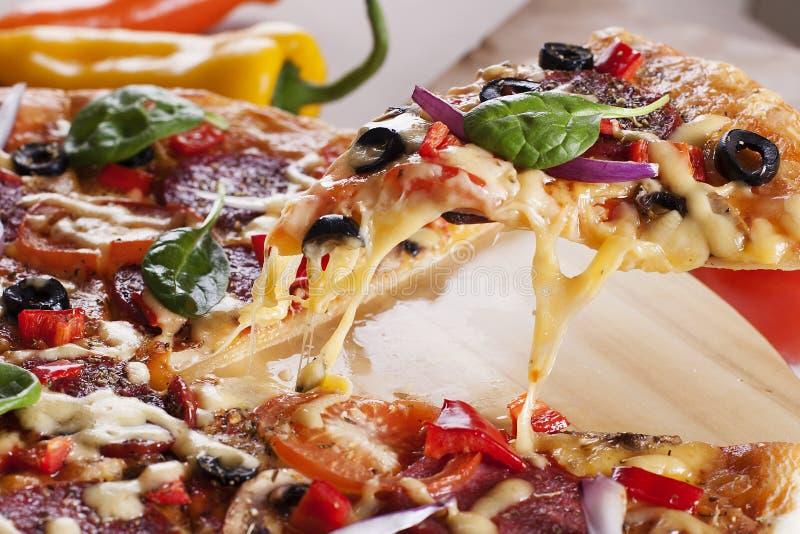 Elevador da fatia da pizza imagens de stock royalty free