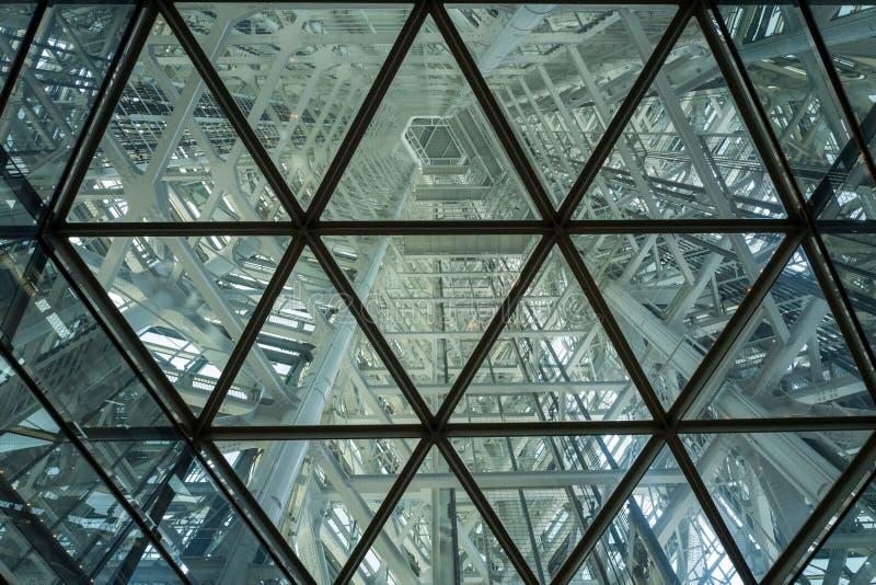 Elevador da torre de Fukuoka imagens de stock