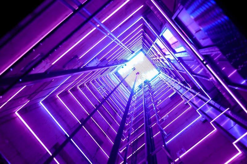 Elevador de cristal colorido imagenes de archivo