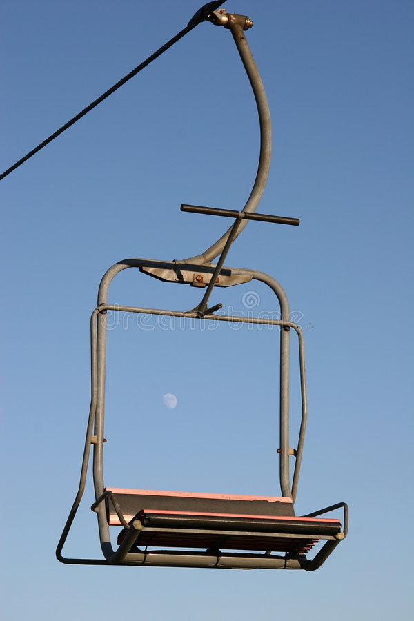 Download Elevador de esqui imagem de stock. Imagem de skiing, inverno - 50817