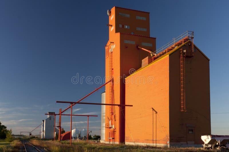 Elevador de grão alaranjado fotos de stock