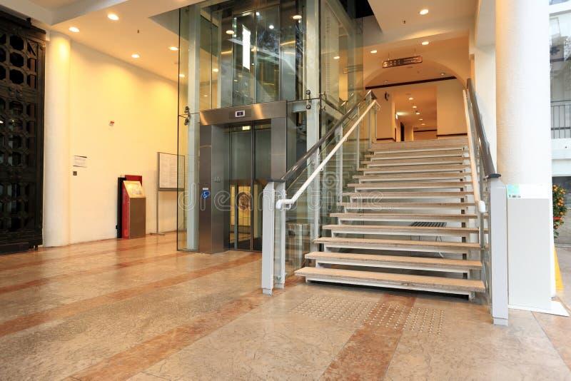 Elevador e escada foto de stock royalty free