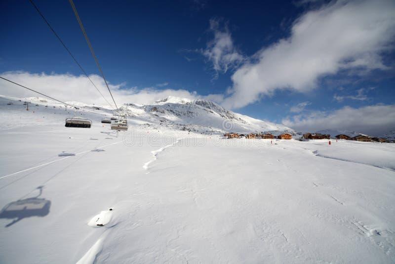Elevadores de esqui no d'Huez de Alpe foto de stock royalty free