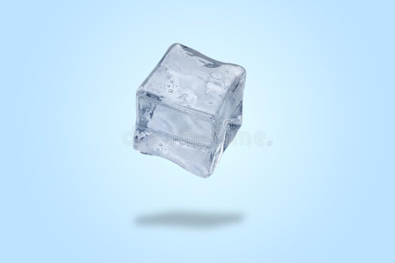 Elevar y mantener flotando el cubo de hielo fotos de archivo
