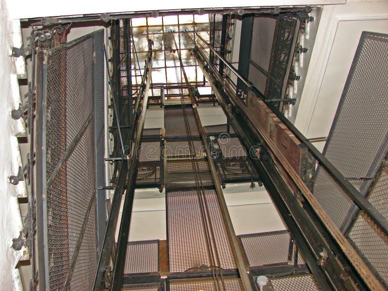 Download Elevatore fotografia stock. Immagine di antiques, commerciale - 3139718