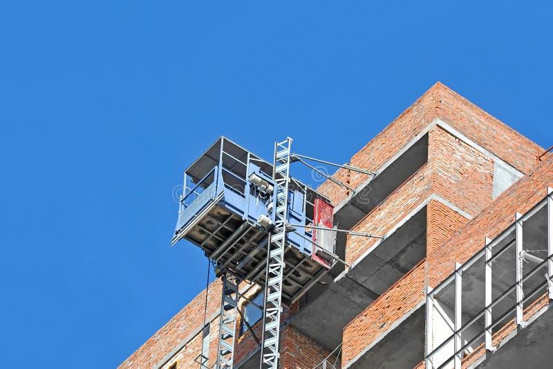 Elevatore sul cantiere immagine stock libera da diritti