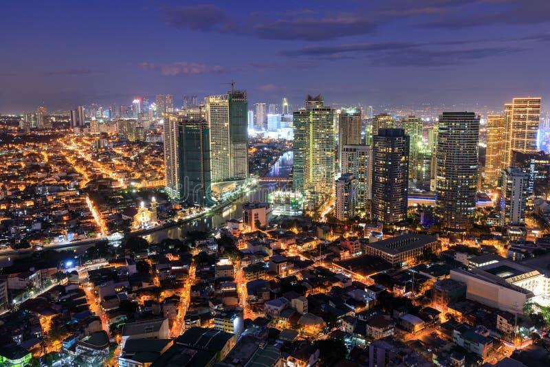 Eleveted, opinião de Rockwell, vista da noite de P Burgos Makati no metro Manila, Filipinas fotografia de stock