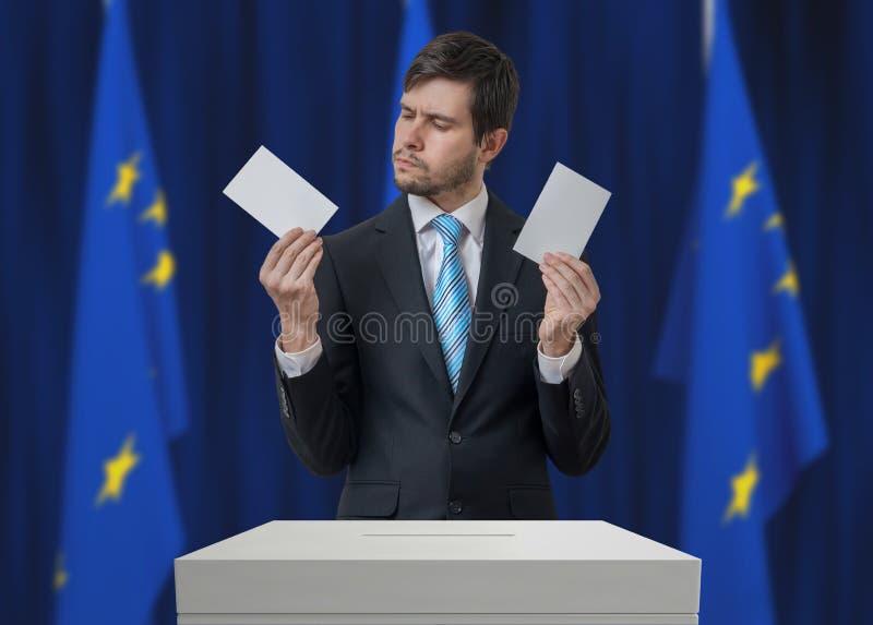 Elezione nell'Unione Europea L'elettore indeciso sta prendendo la decisione fotografia stock libera da diritti