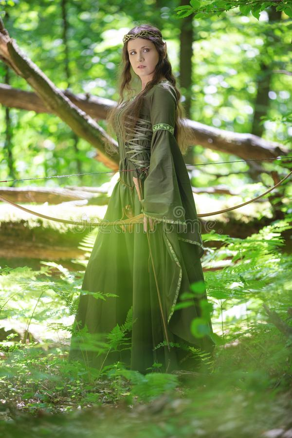 Elf łuczniczka z łękiem zdjęcie royalty free