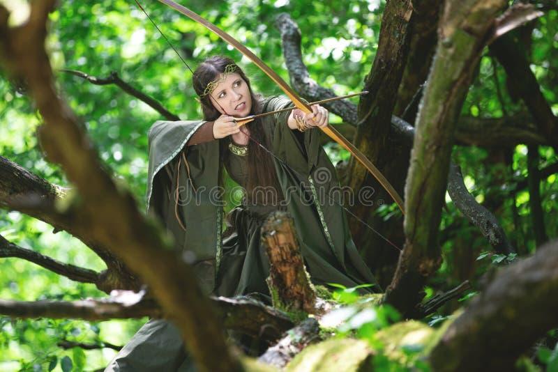 Elf łuczniczka z łękiem zdjęcia royalty free