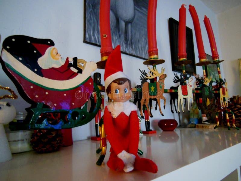 Elf est en fait sur l'étagère photos libres de droits