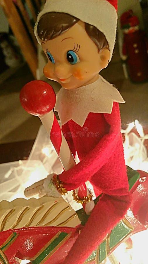 Elf na półce obraz stock