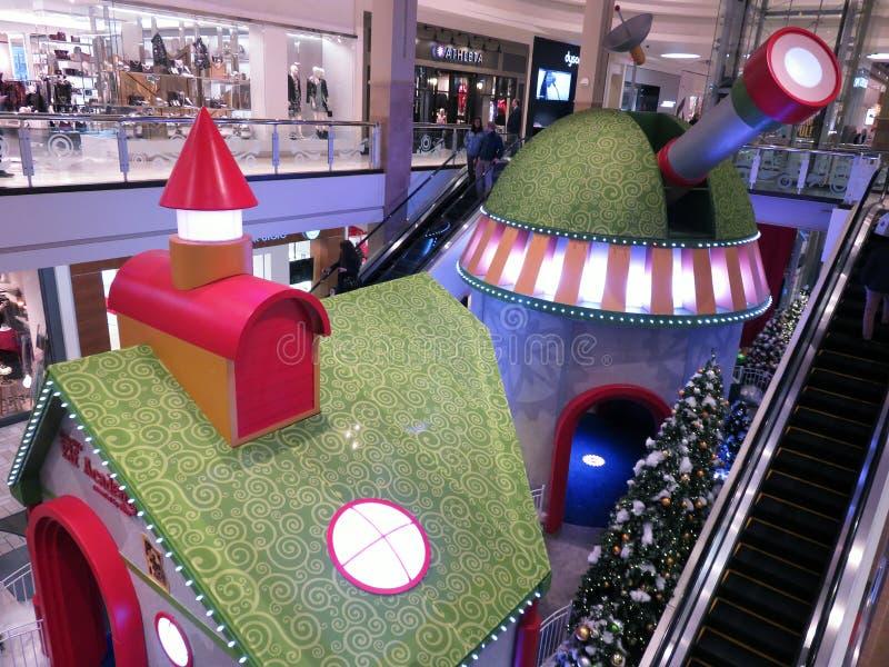 Elfen-Akademie an einem Einkaufszentrum in Virginia für Weihnachten stockbild