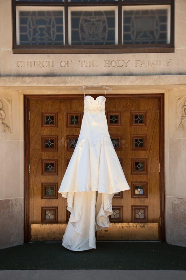 Elfenbein-Hochzeits-Kleid stockbild