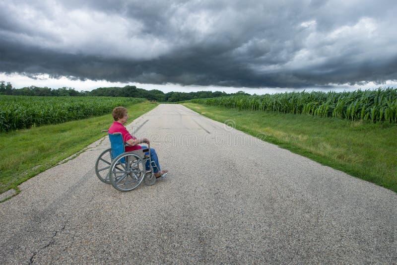 Elfer Senior Woman, rullstol, ensam, surreal arkivfoton