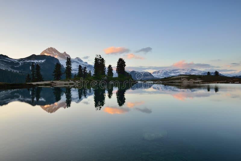 Elfin Jeziorny zmierzch zdjęcie stock