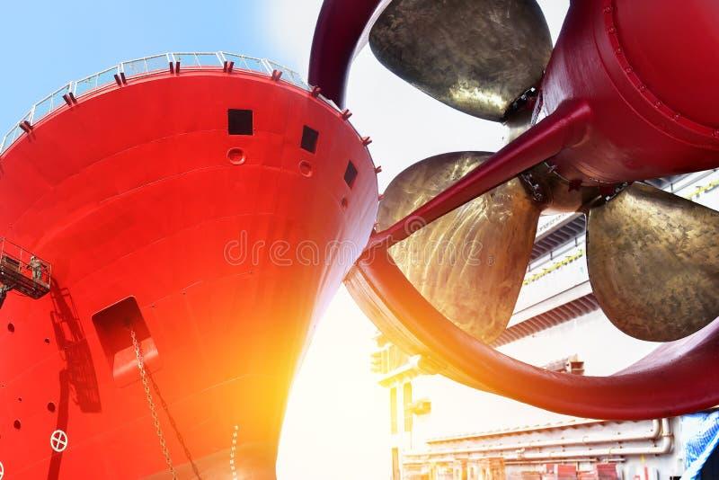 Elica con la parte anteriore della nave di autocisterna fotografia stock libera da diritti