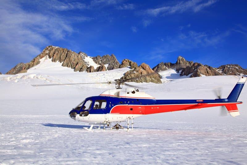 Elicottero al ghiacciaio di Franz Josef in Nuova Zelanda. immagine stock