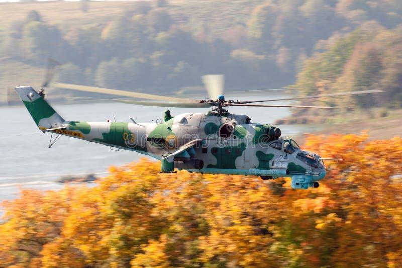 Elicottero da combattimento Mi-24 fotografie stock