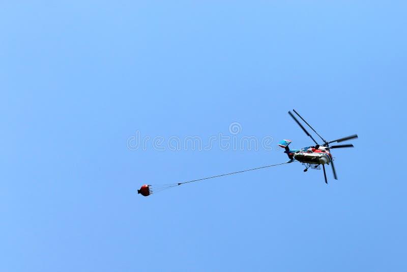 Elicottero di estinzione di incendio immagine stock