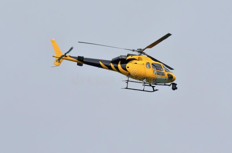 Elicottero Nero E Giallo : Elicottero di notizie fotografia stock immagine camera