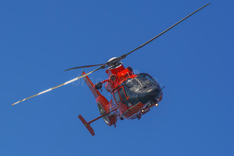 Elicottero di salvataggio in volo immagine stock libera da diritti