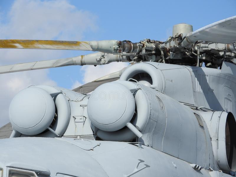 Elicottero, eliche, installazioni ed unità militari per la fucilazione, primo piano immagine stock libera da diritti