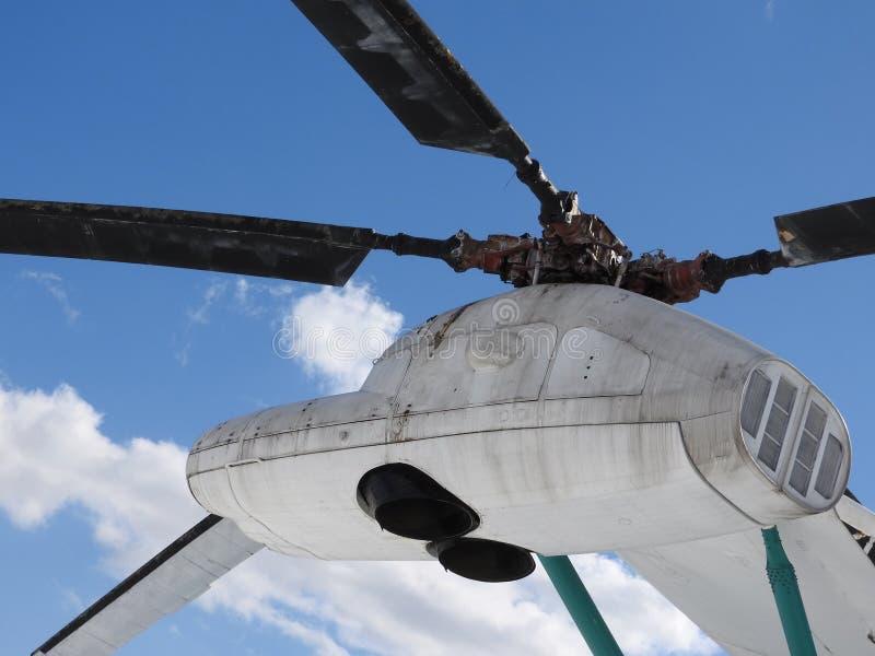 Elicottero, eliche, installazioni ed unità militari per la fucilazione, primo piano immagine stock