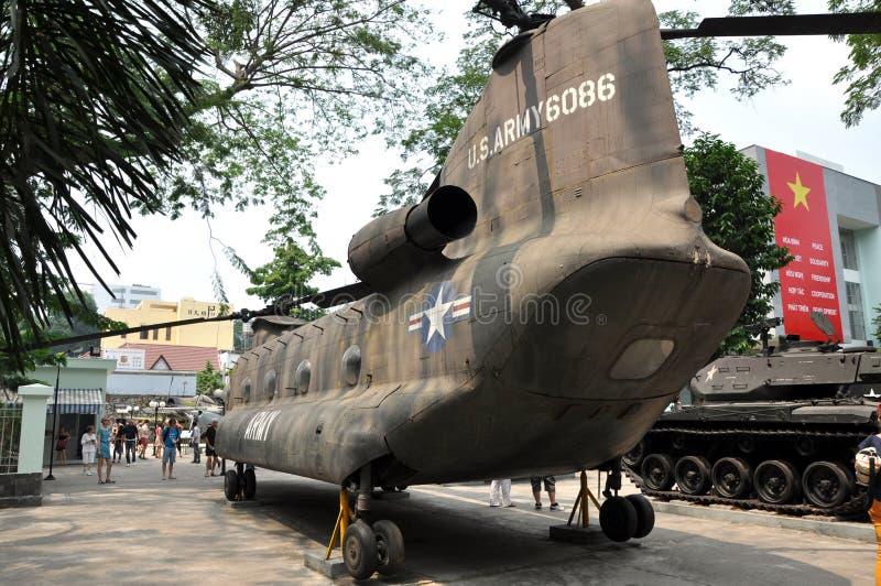 Elicottero militare esposto nel museo dei resti di guerra, Saigo degli Stati Uniti fotografia stock