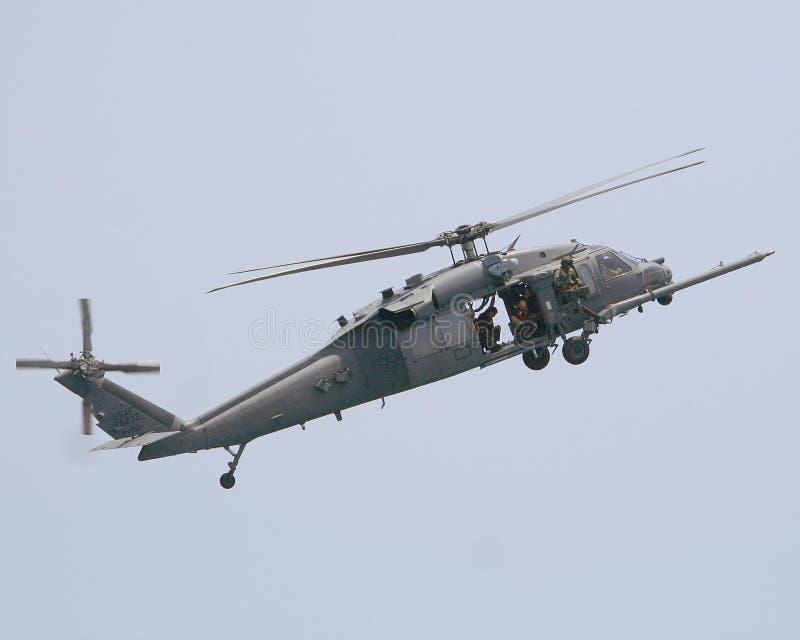 Elicottero Nero : Elicottero nero del falco di uh fotografia stock