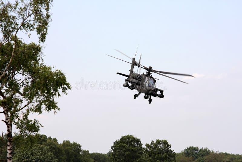 elicottero olandese di volo di attacco del apache fotografia stock