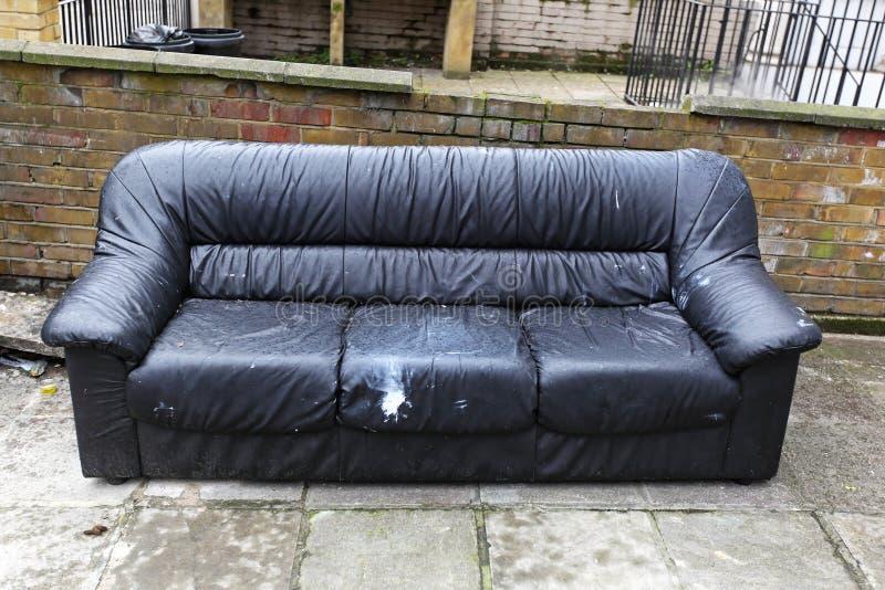 Eliminação do sofá fotografia de stock royalty free