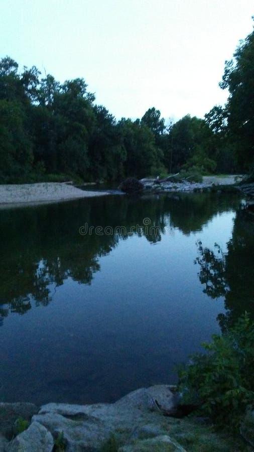 Eliminimi al lato del fiume fotografia stock libera da diritti
