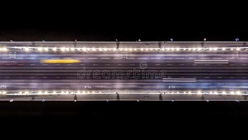 Elisabeth桥梁的地区看法在晚上在布达佩斯匈牙利 免版税库存图片
