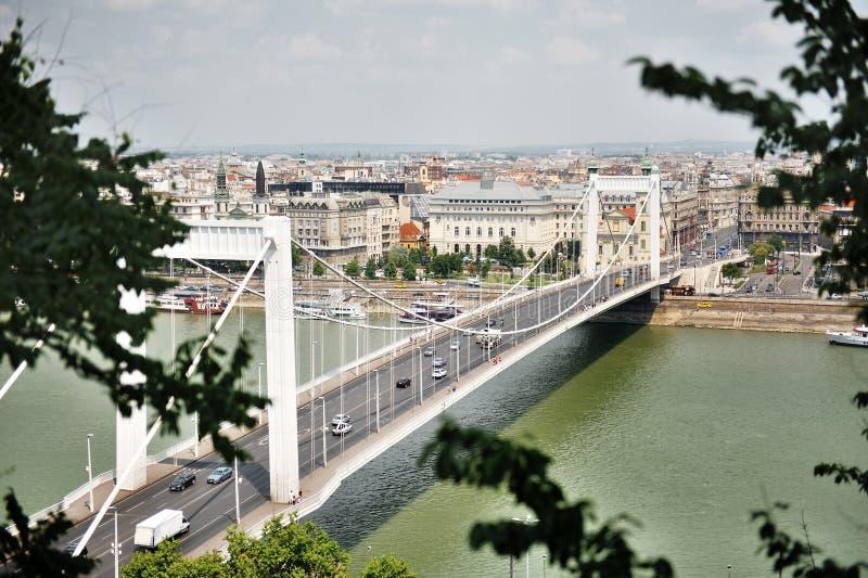 Elisabeth Bridżowy złączony Buda i zaraza przez Danube rzekę, Budapest, Węgry obraz stock