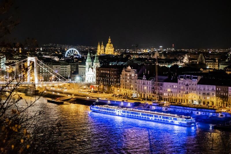 Elisabeth Bridge - Budapest - Ungern arkivfoton