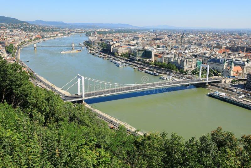 Elisabeth Bridge, Danube River och plågabank, Budapest, Ungern, Europa arkivfoton