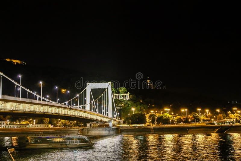 Elisabeth budynki nocą i most obraz royalty free