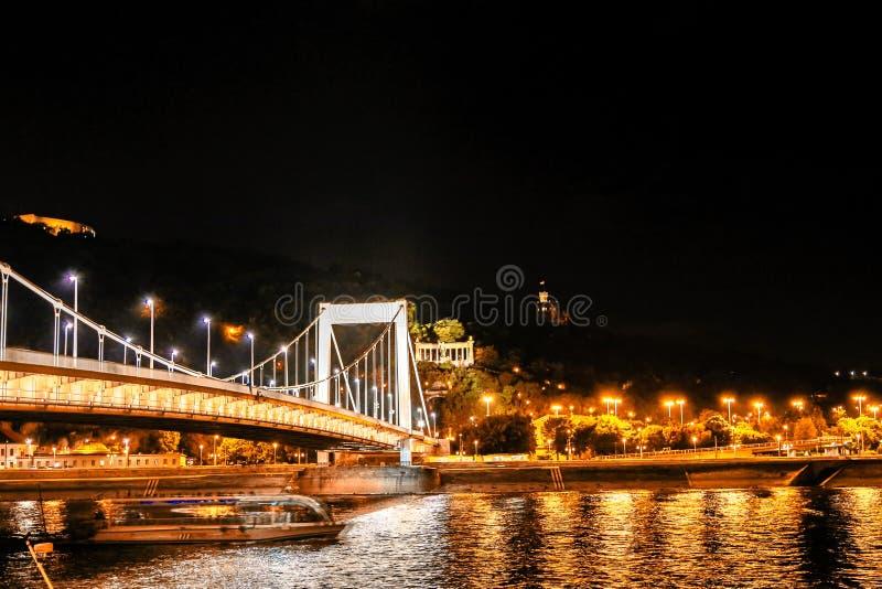 Elisabeth budynki nocą i most zdjęcia royalty free