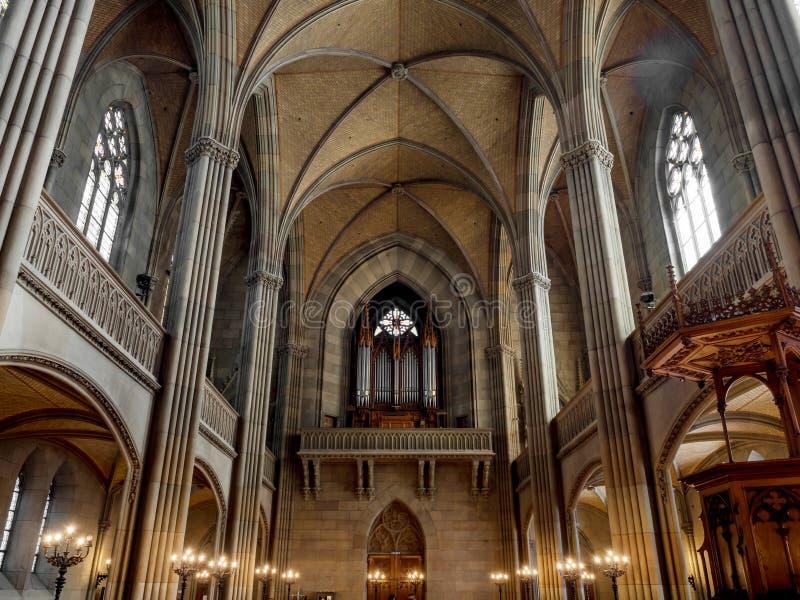 Elisabeth kościół w Basel, wewnętrzny widok, majestatyczna architektura fotografia stock