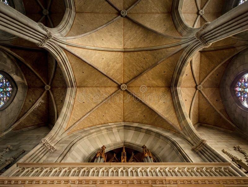 Elisabeth kościół w Basel, wewnętrzny widok, majestatyczna architektura zdjęcia stock