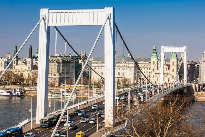 Elisabeth most i Parafiański kościół wniebowzięcie dziewica zdjęcia royalty free