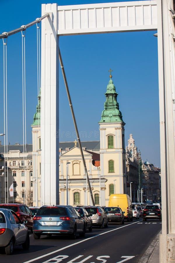 Elisabeth most i Parafiański kościół wniebowzięcie dziewica zdjęcie stock