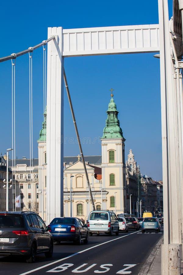 Elisabeth most i Parafiański kościół wniebowzięcie dziewica fotografia stock