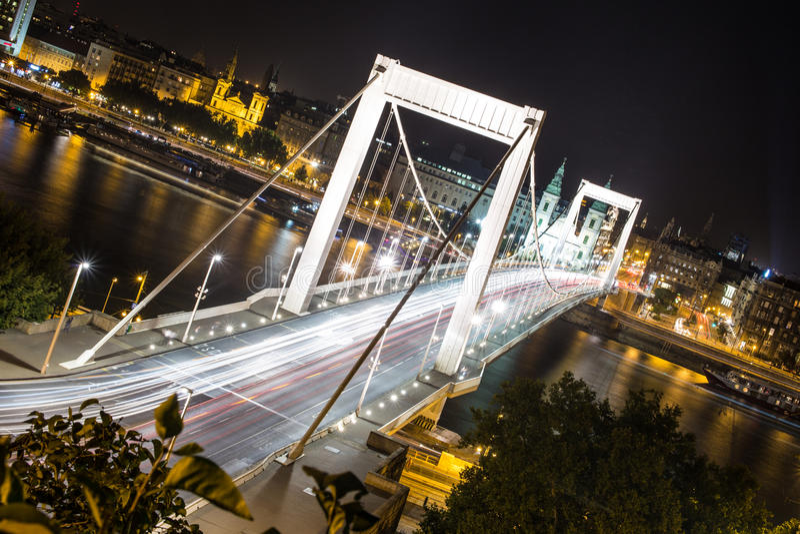 Elisabeth most w Budapest przy nocą zdjęcie stock