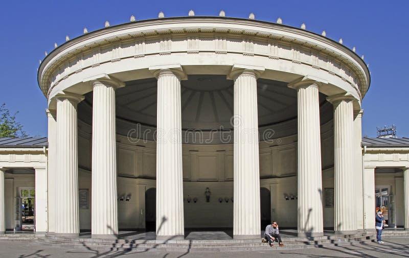 Elisenbrunnen是古典大厦在城市亚琛 免版税库存图片